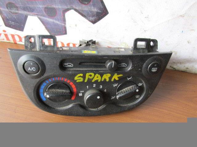 Блок управления климат-контролем Chevrolet Spark. A08.