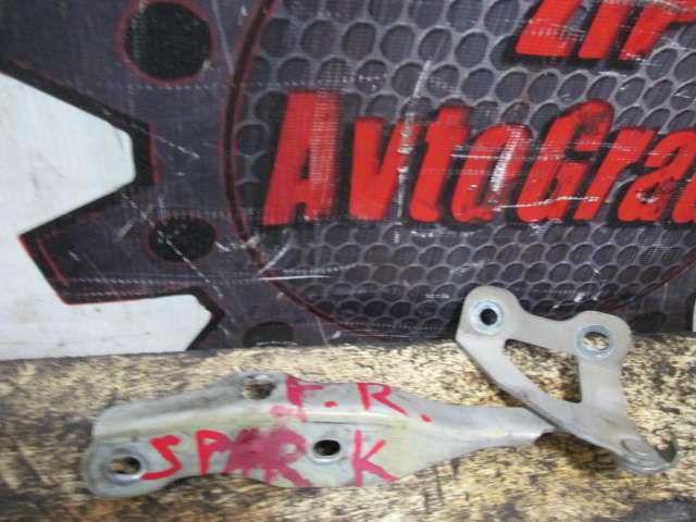 Петля капота Chevrolet Spark. A08.  фото 2