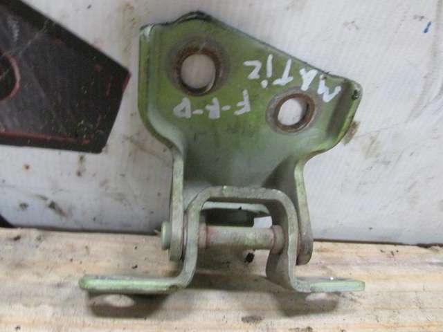 Передняя правая нижняя петля дверная Daewoo Matiz.