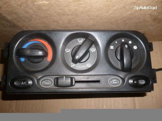 Блок управления климат-контролем Hyundai Accent.